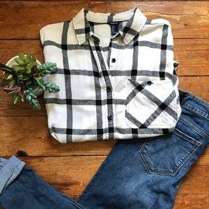 Forever 21 Flannel Button Down Size Small